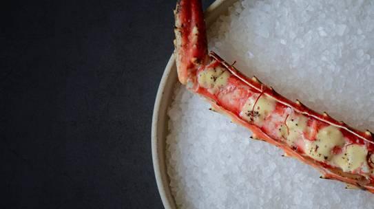 Cangrejo Real de Alaska con beurre blanc de hebras de azafrán y vainilla