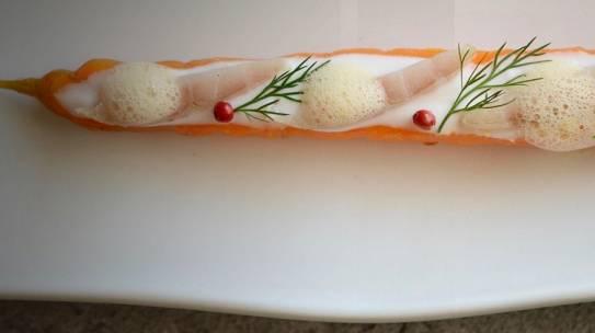 Zanahoria asada/ yogur/ anguila ahumada/ aire de naranja/ pimienta rosa/ eneldo